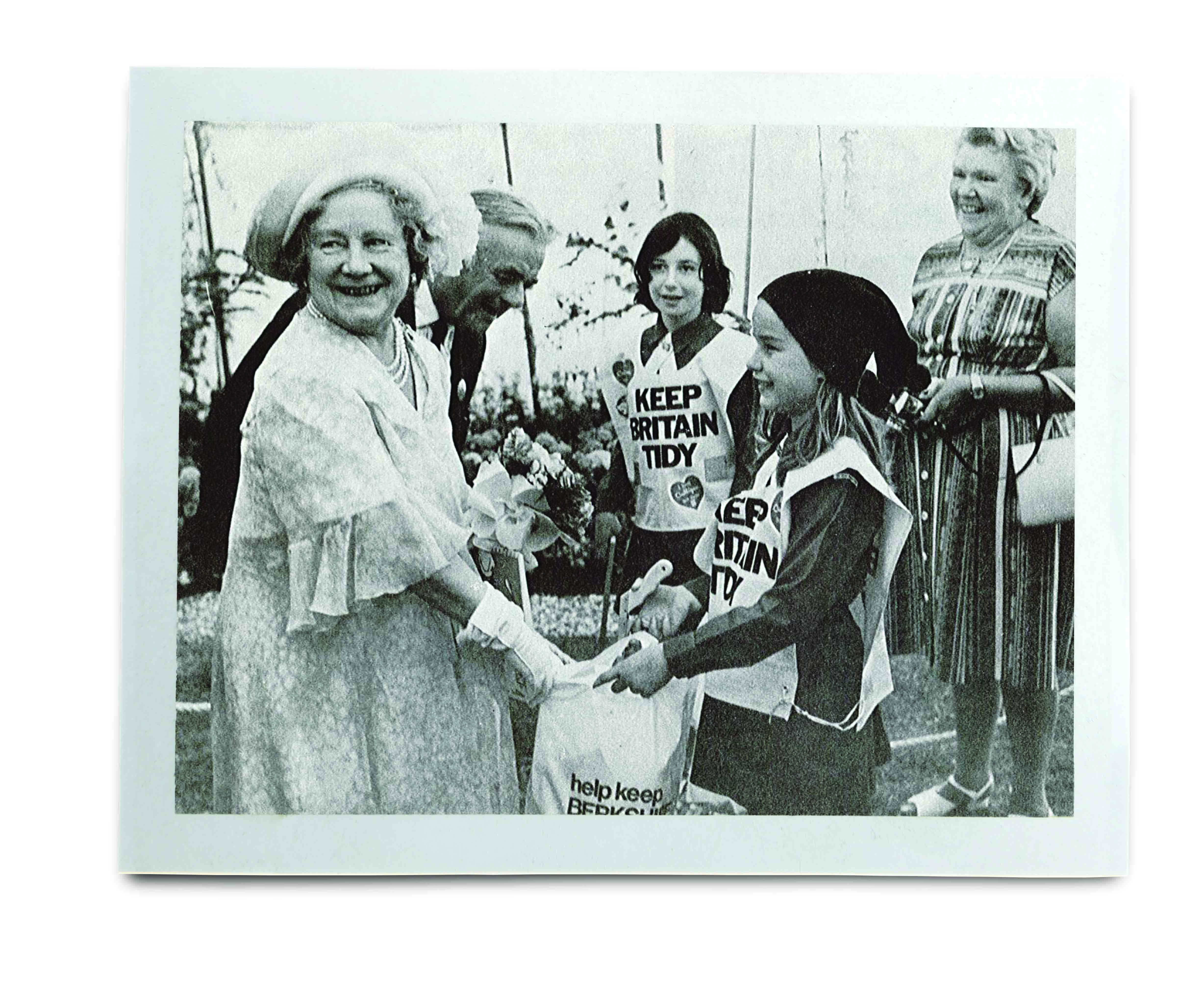 An image of the Queen with three Keep Britain Tidy volunteers