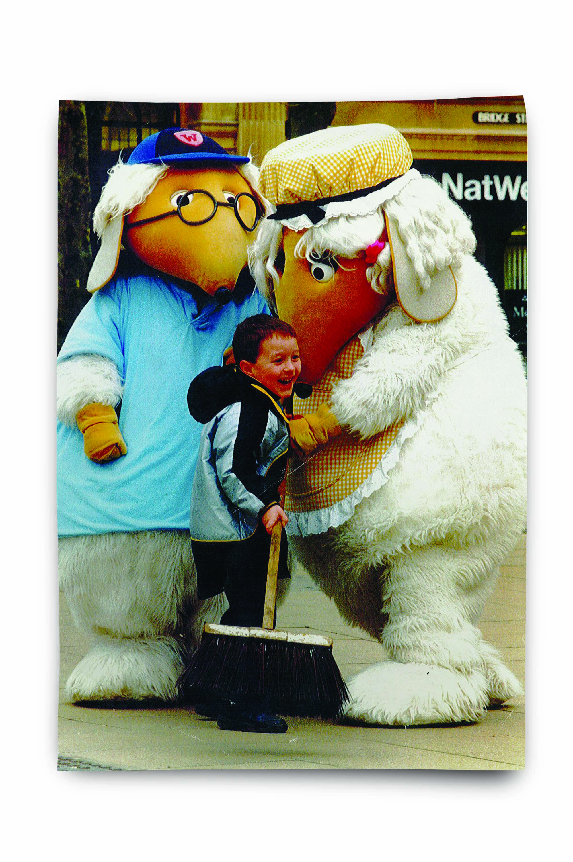 An image of two people in Wombles costumes on National Spring Clean Day 1989