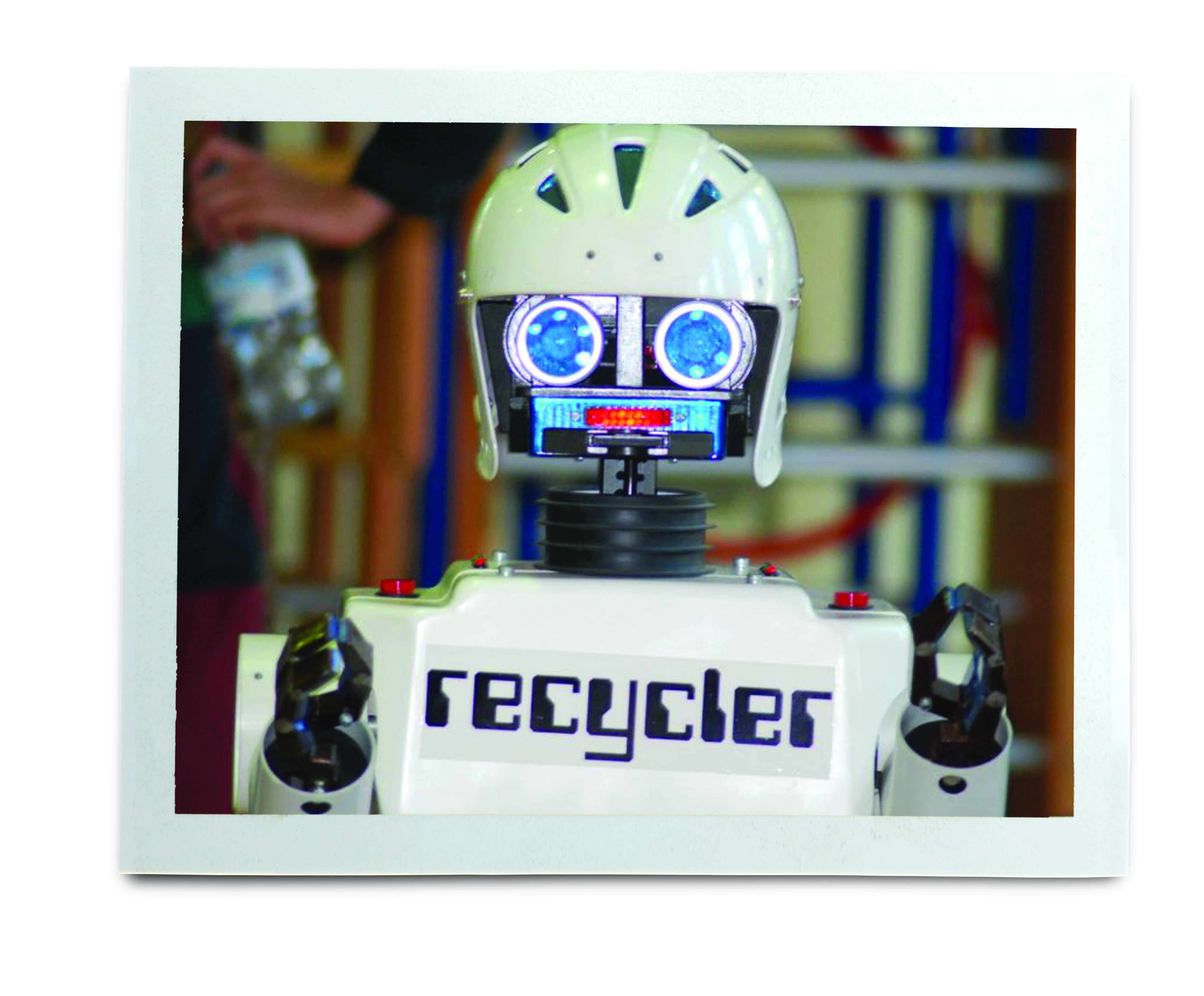 An image of a robot with 'recycler' on his front